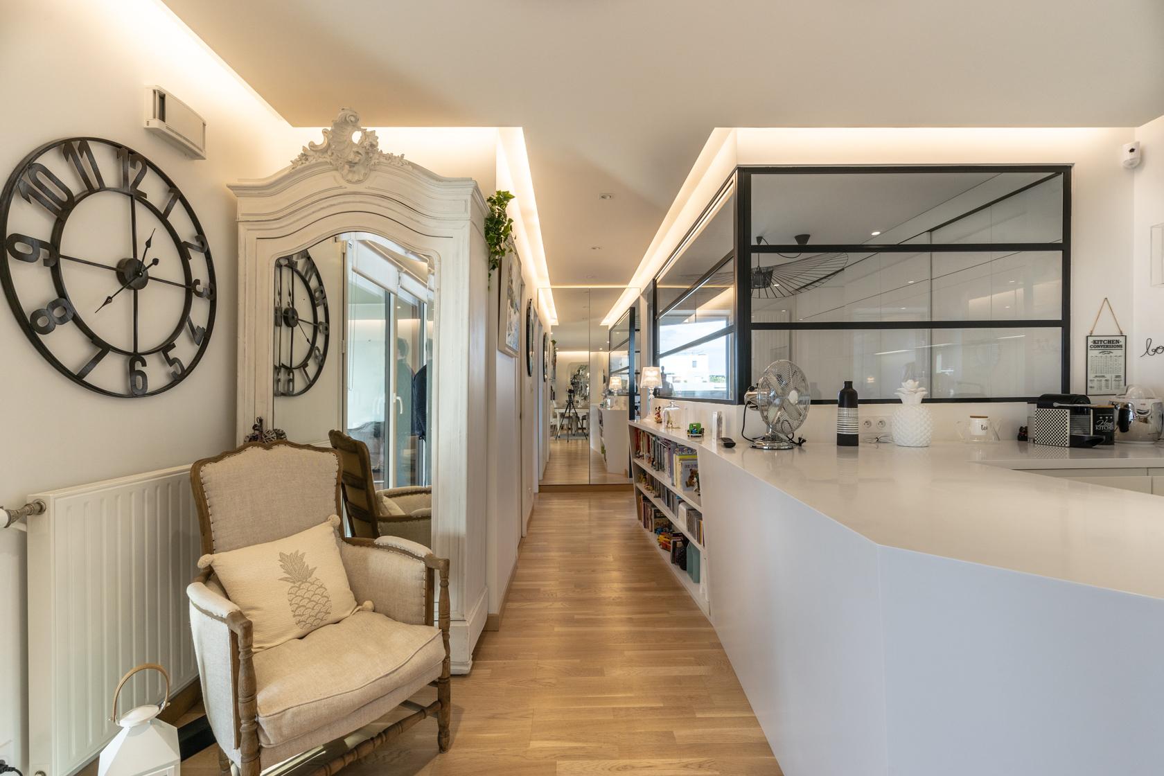 Rénovation, décoration d'un appartement neuf avec terrasse aménagée de 82m². La Baule centre