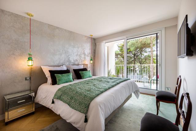https://stephanieperroin.com/wp-content/uploads/2020/08/architecture_interieure_la_baule_-rénovation_-appartement_11-avenue-edmond-rostand_www.stephanieperroin.com_-CHparentale_globale.jpg