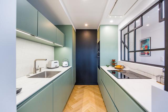 https://stephanieperroin.com/wp-content/uploads/2020/08/architecture_interieure_la_baule_-rénovation_-appartement_11-avenue-edmond-rostand_www.stephanieperroin.com_-CUISINE.jpg